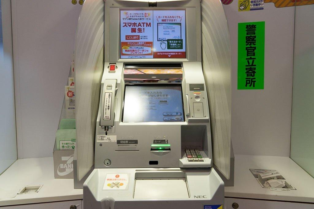 """ATM au Japon """"width ="""" 1024 """"height ="""" 683 """"srcset ="""" https://www.22places.com/wp-content/uploads/2019/03/japan-geld-abheben-1.jpg 1024w, https: //www.22places.com/wp-content/uploads/2019/03/japan-geld-abheben-1-700x467.jpg 700w, https://www.22places.com/wp-content/uploads/2019/03 /japan-geld-abheben-1-350x233.jpg 350w, https://www.22places.com/wp-content/uploads/2019/03/japan-geld-abheben-1-175x117.jpg 175w """"tailles ="""" (largeur maximale: 1024px) 100vw, 1024px"""