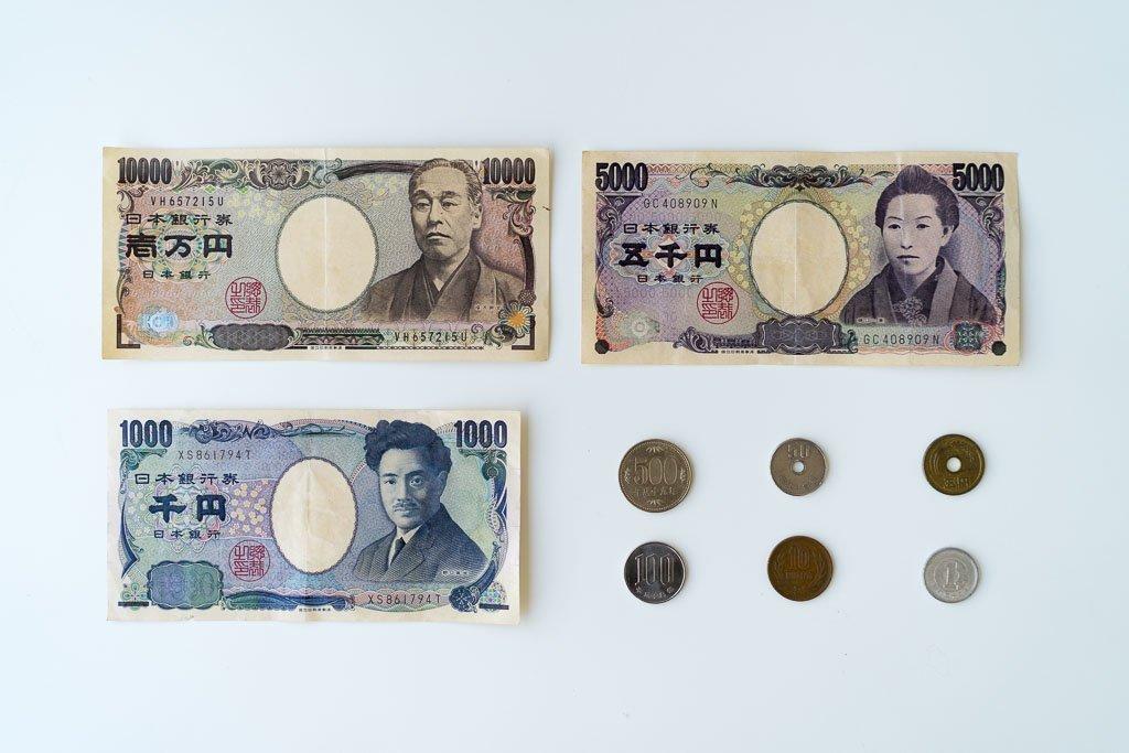 "Japan money ""width ="" 1024 ""height ="" 683 ""srcset ="" https://www.22places.com/wp-content/uploads/2019/03/japan-geld.jpg 1024w, https: //www.22places .com / wp-content / uploads / 2019/03 / japan-geld-700x467.jpg 700w, https://www.22places.com/wp-content/uploads/2019/03/japan-geld-350x233.jpg 350w , https://www.22places.com/wp-content/uploads/2019/03/japan-geld-175x117.jpg 175w ""values ="" (largeur maximale: 1024px) 100vw, 1024px"